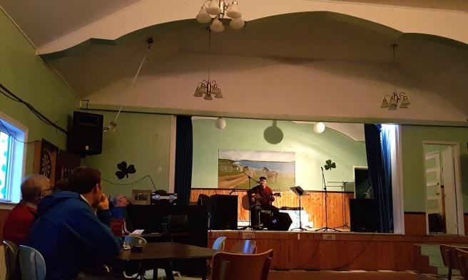 I bygda Tilting er det konsert med lokale fogomusikere på forsamlingshuset under vårfestivalen.