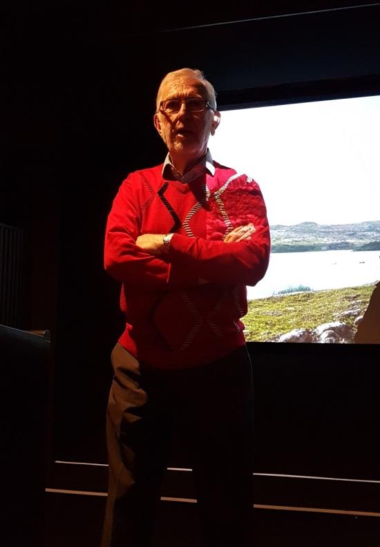 Ildsjel i Fogo Island Spring Festival og styreleder i Shorefast, Gordon Slate ledet debatten etter visninga av filmen Atlantic på Fogo Island Spring Festival.